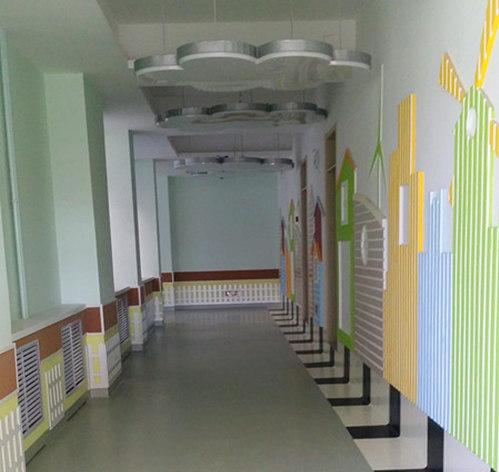 > 幼儿园走廊
